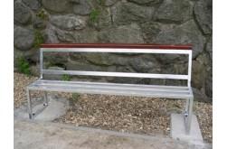 Venkovní kovová lavička pro Teenagery