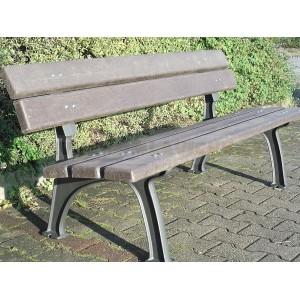 Litinová lavička Park s recyklovaným plastem